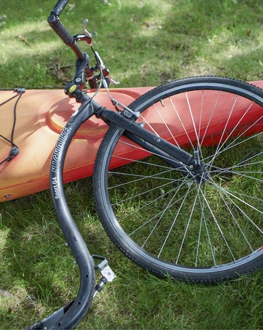 buiten step fiets water activiteit gras