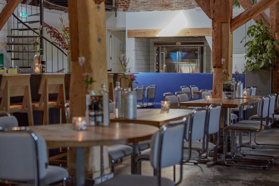binnen tafel gezellig hout bar restaurant
