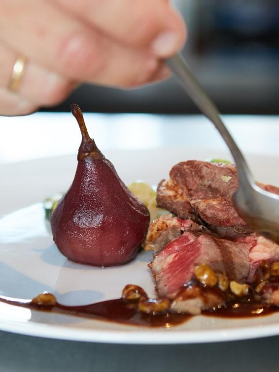winter herfst vlees fruit peer stoof eten food gerecht kok berijden mooi rood
