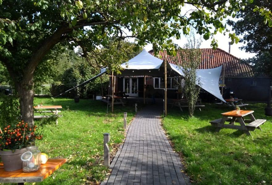Stretchtent-Kleineboerderij-boomgaard-Vroeg